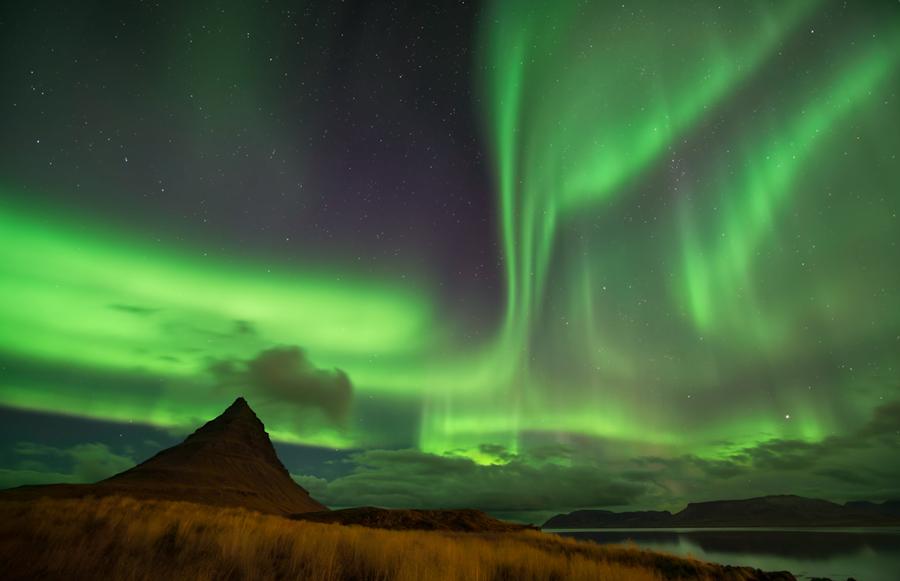 Heaven And Earth || The Icelandic Aurora