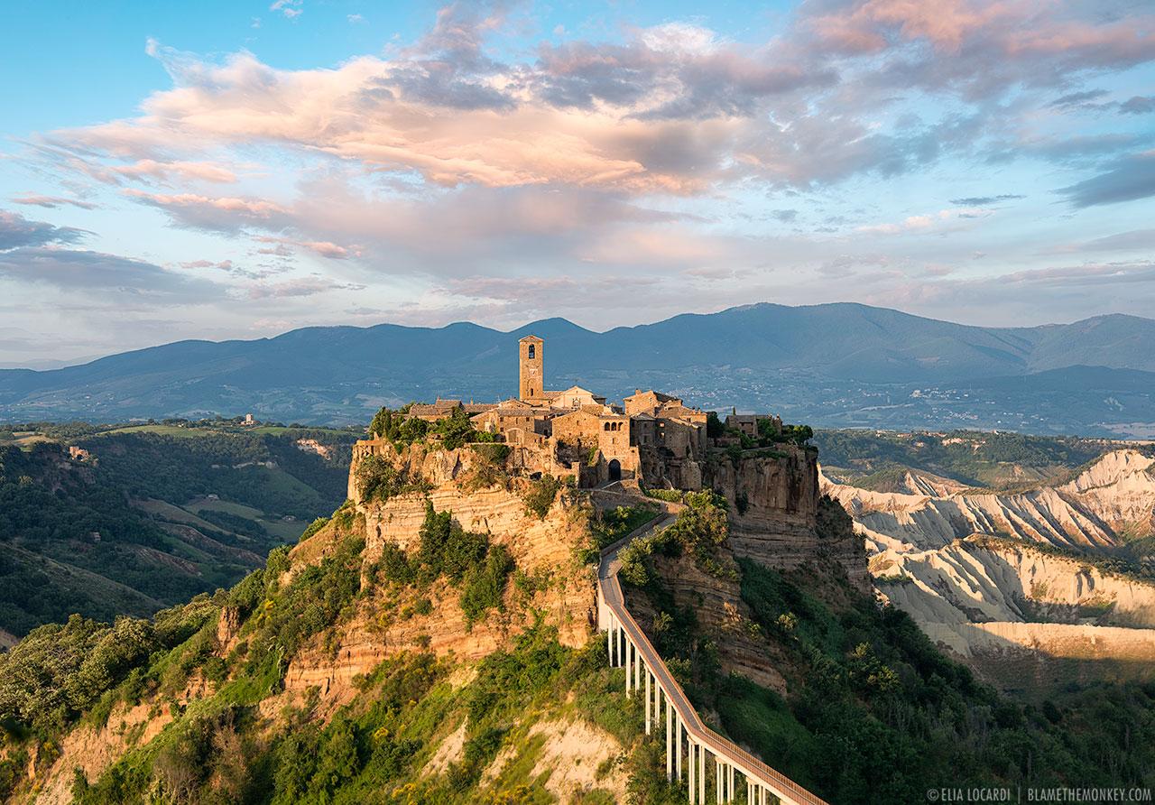 Resultado de imagen de Civita di Bagnoregio, Italia