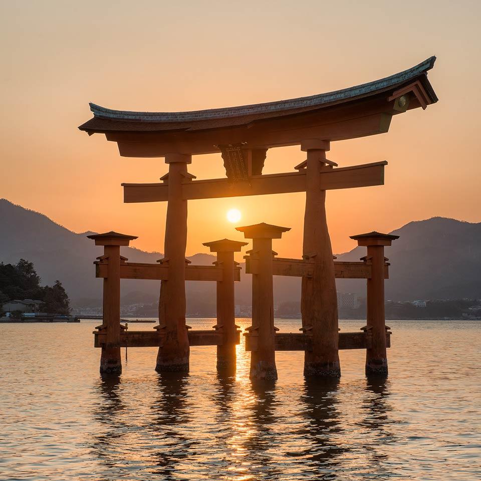 Instagram-Grand-Torii-Gate-Hiroshima-Miyajima-Japan