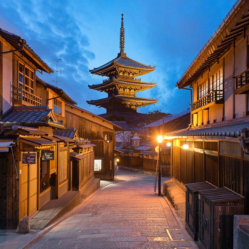 Instagram-Kyoto-Japan-Yasaka-Pagoda-Empty-Night-Street