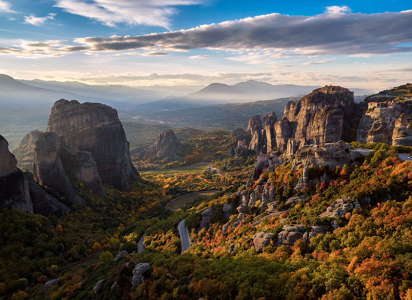 (Meteora during a sunset is truly a valley of dreams.)